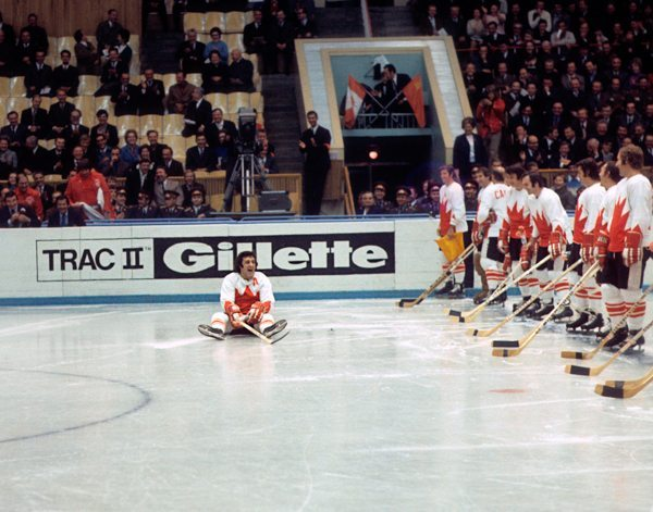 Team canada 1972 – phil esposito falls during introductions