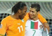 Ivory Coast's striker Didier Drogba (L)