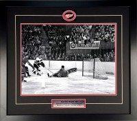 Gordie-Howe-Scores-on-Chuck-Rayner