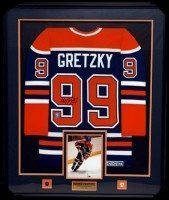 Gretzky-Deluxe-Jersey-Framing