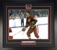 Gordie-Howe-Game-Action-1955