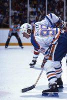 Wayne Gretzky - Vintage 24x16 Faceoff